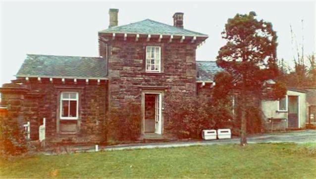 Jean_Blyth_house_on_Ilkey_Moors_Bartat__1981_West_Yorkshire_England copy